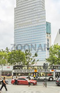 sightseeing-bus vor upper-west-hochhaus