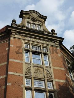 Gymnasium Eppendorf Fassade mit Hamburgwappen