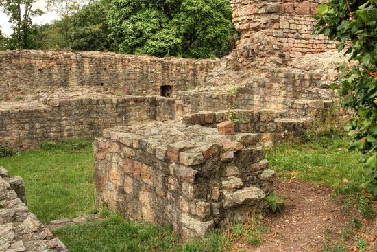 Castle walls of the ruin of Schauenburg