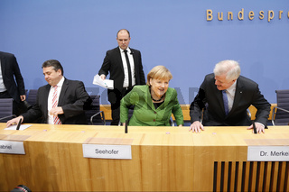 Merkel, Seehofer,  and Gabriel present the coalition contract