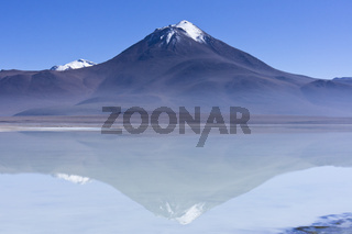 Bolivia, Altiplano, Laguna Verde, volcano licancabur
