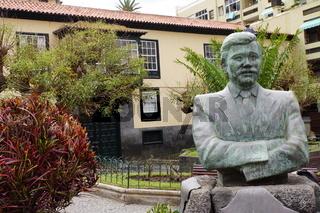 Büste von Paco Alfonso an der Plaza Concejil