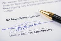 Arbeitsvertrag mit Unterschrift des Arbeitgeber