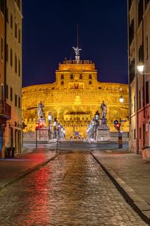 Blick auf die Engelsburg in Rom bei Nacht