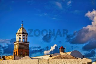 Auf der Kanareninsel Lanzarote steht die wunderbare Kirche San Miguel im malerischen Ort Teguise
