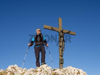 Bergsteiger am Gipfel des Berchtesgadener Hochthron