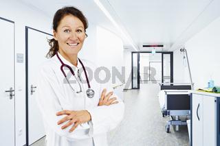 Ärztin Flur Bett Krankenhaus