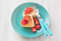 Pancake souffle with strawberry