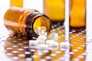 Alternativmedizin mit homöopathischen Pillen