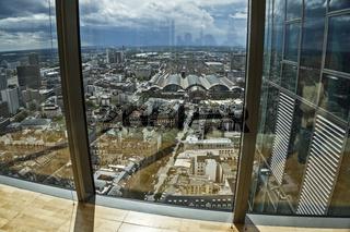 Blick aus dem Gallileo Hochhaus auf Frankfurt
