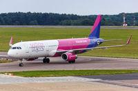 Wizzair Airbus A321 Flugzeug Flughafen London Luton