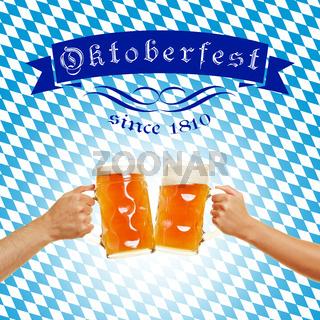 Oktoberfest mit Bier in Gläsern