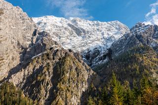 Die Westwand des Watzmanns im Nationalpark Berchtesgarden, Blick vom Wimbachgriestal, Oktober 2020