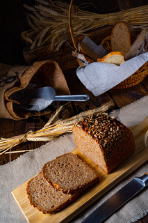 Moist wholemeal bread, crushed or ground whole grain