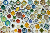Decorative plates on the wall