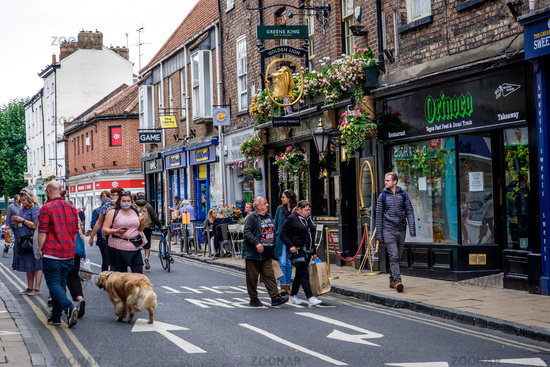 Photo People Shopping In York Uk After Lockdown 2020 Image 16075681