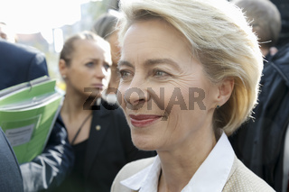 Fire alarm during press conference with German Minister of the defense Dr. Ursula von der Leyen.