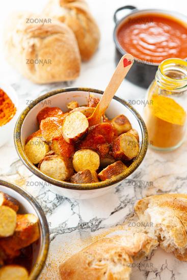 Posh Currywurst mit Broetchen