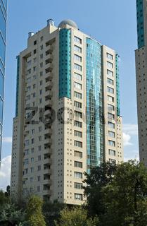 Moderne Wohnhochhäuser im Medeo District