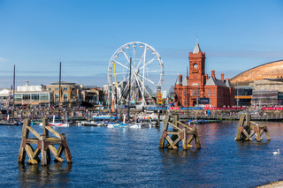 CARDIFF/UK - AUGUST 27 : Ferris Wheel and Pierhead Building in Cardiff on August 27, 2017. Unidentified people