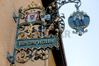 Schmiedeeisernes Wirtshausschild, alte Handwerkskunst