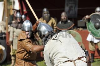 Wikinger kämpfen auf Burg Regenstein