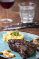 Steak mit Steinpilz