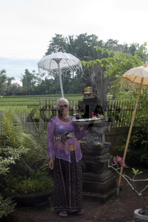 UBUD - 04 April 2011: older woman offering on April 04 2011 in Ubud, Indonesia