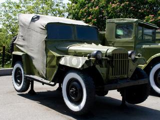 retro army car gaz-67b
