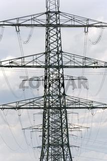 Stromleitung und Masten