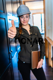 construction woman giving a thumb up