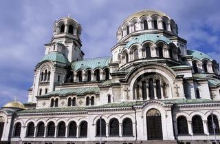 Die Kathedrale Aleksander Nevski  in der Hauptstadt Sofia an der Schwarzmeerkueste von Bulgarien.