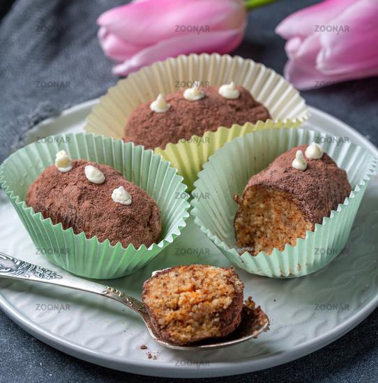 Truffle mini potato cakes in paper capsules.