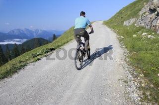 Radfahrer in den Bergen