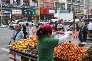 Obstverkäuferin in Chinatown New York