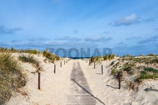 Strandaufgang an der Küste der Ostsee in Warnemünde