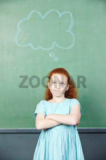 Nachdenkliches Mädchen mit Gedankenblase