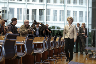 "House of the Federal Press conference with the German Minister of the defense Dr. Ursula von der Leyen on the subject ""Attractiveness offensive of the German Federal Armed Forces - law for the increase of the attractiveness of the service in the German Fe"