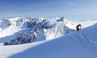 Skitourengeher vor der Abfahrt, Karwendel