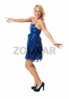 schöne blonde frau tanzt im glitzerkleid