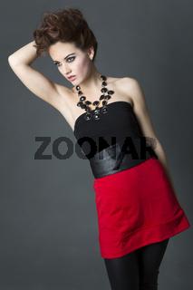 Junge Frau im Lederoutfit, Fashion