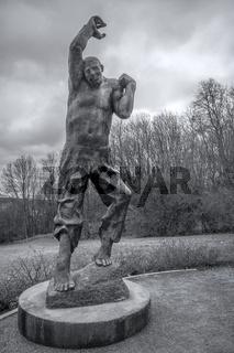 Aufsteigender - Plastik des Bildhauers Fritz Cremer