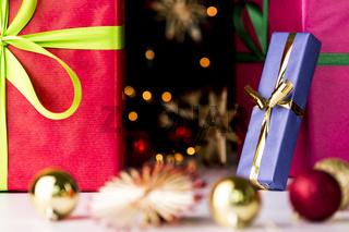 Funkeln, Geschenke, Sterne und Christbaumkugeln