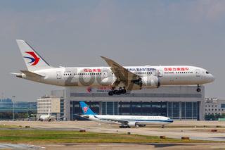 China Eastern Airlines Boeing 787-9 Dreamliner Flugzeug Flughafen Shanghai Hongqiao