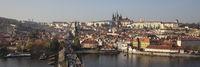 Karlsbrücke und Prager Burg mit St.-Veits-Dom, Prag
