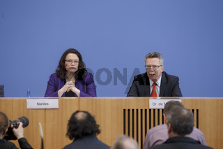 Federal press conference with interior minister de Maizière and labor Minister Nahles
