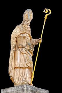 Skulptur des Heiligen Blasius mit schwarzen Hintergrund