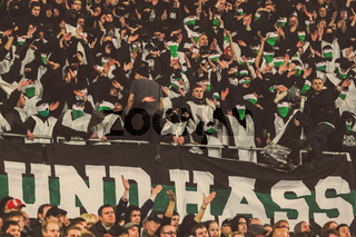 Hannover 96 Fans vermummt mit Hass-Banner