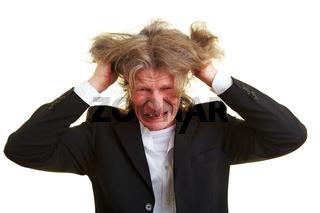 Manager rauft sich die Haare