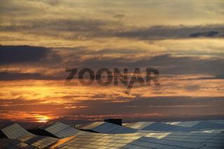 Solarzellen und Sonnenuntergang